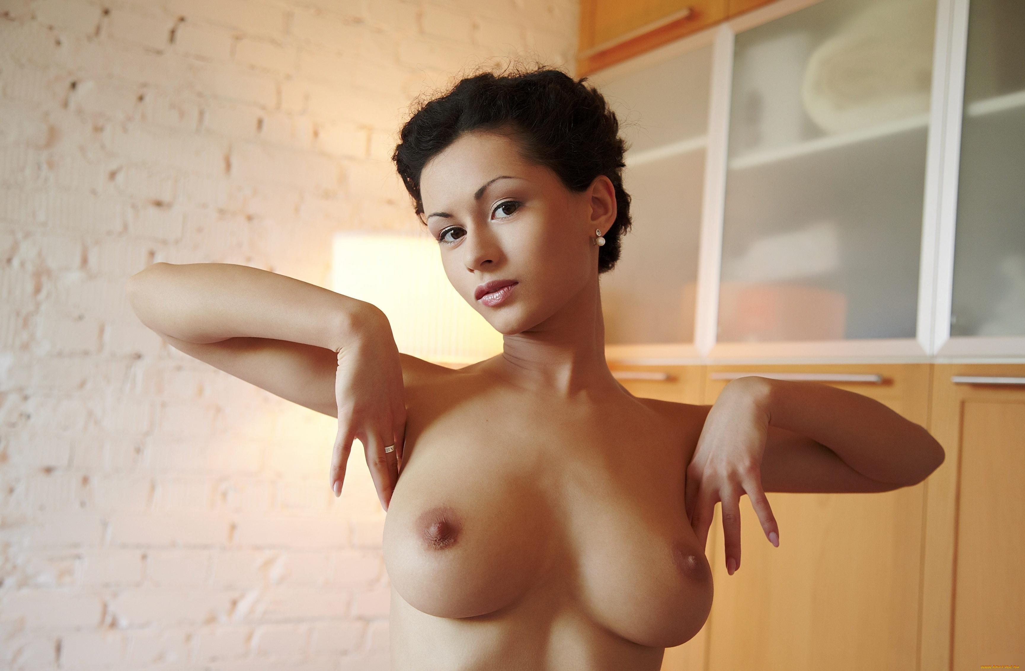 porno-krasivaya-soset-v-mashine